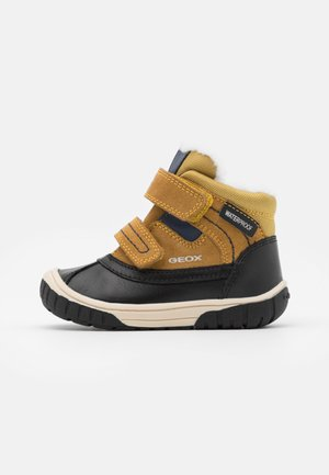 OMAR BOY WPF - Winter boots - yellow/blue