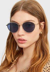 Stradivarius - MIT GESTELL - Sunglasses - blue - 1