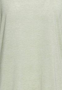 Nike Performance - LAYER - Basic T-shirt - celadon heather/olive aura - 5