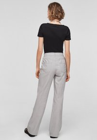 QS by s.Oliver - Pantalon classique - light grey - 2