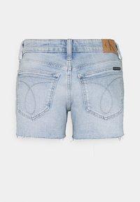 Calvin Klein Jeans - MID RISE - Denim shorts - denim light - 1