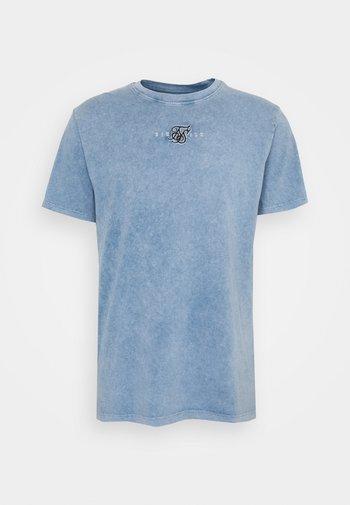 STANDARD FIT TEE - T-shirt med print - washed blue
