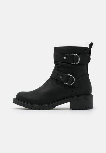 WIDE FIT ARIBA BOOT - Cowboy/biker ankle boot - black