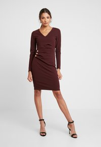 Dorothy Perkins - BUTTON DETAIL BODYCON - Etuikleid - oxblood - 1