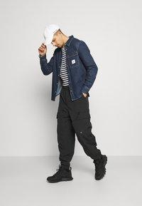 Calvin Klein Jeans - SKATE  - Shirt - denim medium - 1