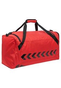 Hummel - CORE SPORTS BAG - Sportstasker - true red/black - 1