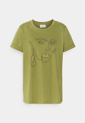 KAEIRA - Print T-shirt - capulet olive