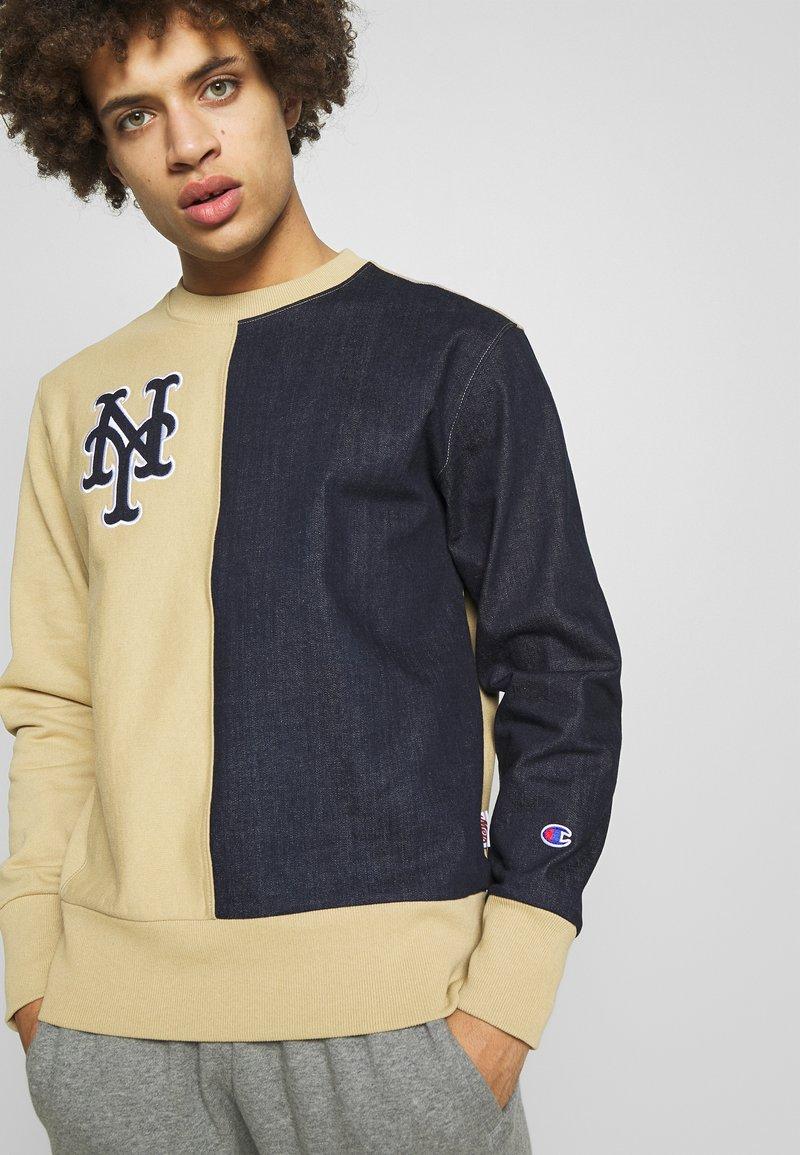 Champion - MLB NEW YORK YANKEES CREWNECK - Club wear - beige/dark blue