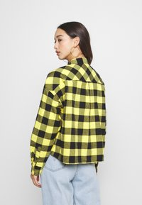 Tommy Jeans - GINGHAM CHECK  - Button-down blouse - star fruit yellow/black - 2