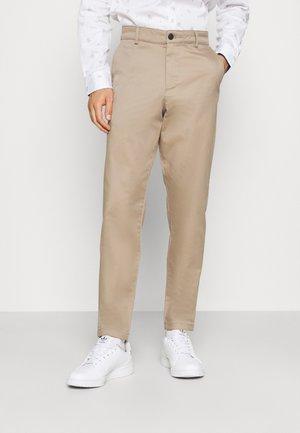 SLHSLIM TAPEREPTON FLEX PANTS  - Pantalones chinos - chinchilla