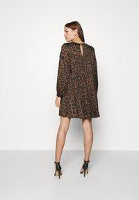 Banana Republic - TIE NECK SHIFT PRINT - Day dress - brown - 2
