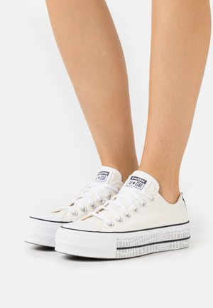 CHUCK TAYLOR ALL STAR PLATFORM - Baskets basses - egret/white/black