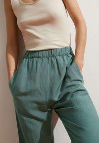 OYSHO - Pantalon classique - green - 3