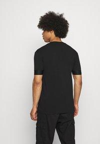 Glorious Gangsta - GALOS TEE - T-shirt med print - jet black/gold - 2