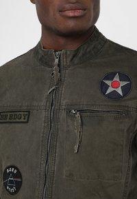 Be Edgy - BE THEO PAT - Denim jacket - khaki - 6
