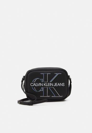 CAMERA BAG GLOW - Across body bag - black