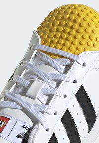 adidas Originals - ADIDAS ORIGINALS ADIDAS X LEGO - SUPERSTAR - Baskets basses - white - 7