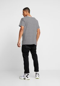 Night Addict - T-shirt med print - black/white/red - 2