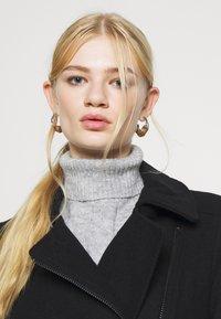 ONLY - ONLOLIVIA LONG BIKER COAT - Zimní kabát - black - 4