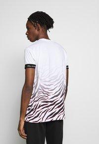 Kings Will Dream - KAYDON WITH FADE ZEBRA - Print T-shirt - white - 2