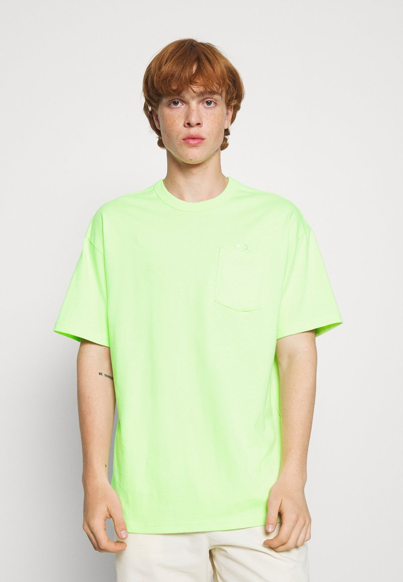 Nike Sportswear - TEE POCKET - T-shirt - bas - liquid lime