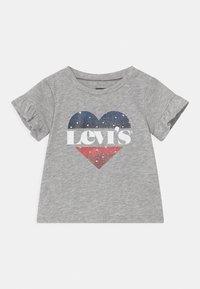 Levi's® - FLUTTER SLEEVE - Print T-shirt - light gray heather - 0