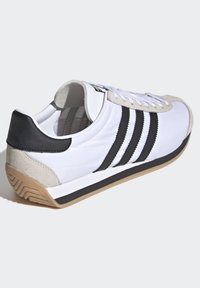 adidas Originals - COUNTRY OG SHOES - Sneakers basse - white - 4
