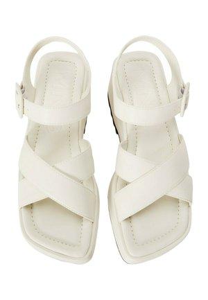 SPICY1 - Korkeakorkoiset sandaalit - cremeweiß