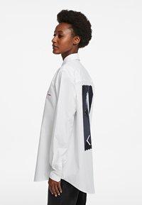 KARL LAGERFELD - LEGEND - Button-down blouse - white - 3