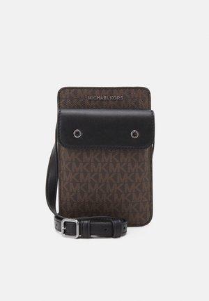HYBRID TECH XBODY UNISEX - Across body bag - brown/black