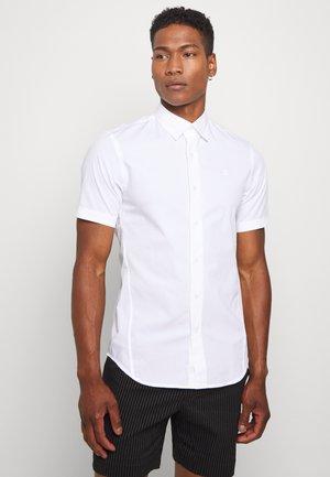 DRESSED SUPER SLIM SHIRT S\S - Camicia - white