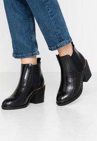 Dorothy Perkins Wide Fit - WIDE FIT ANSTY ELASTIC HEELED CHELSEA - Kotníková obuv - black - 0