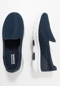 Skechers Performance - GO WALK 5 - Chaussures de course - navy/white - 1