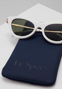 Le Specs - ENCHANTRESS - Okulary przeciwsłoneczne - white - 3