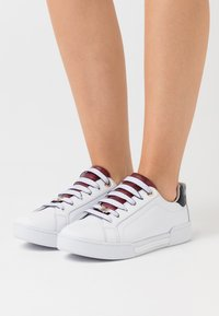 Tommy Hilfiger - BRANDED OUTSOLE  - Trainers - white - 0
