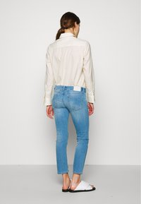 CLOSED - STARLET LOW WAIST CROPPED LENGTH - Jeans Skinny Fit - mid blue - 2