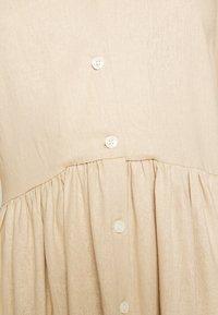 PIECES Tall - PCMILRED DRESS TALL - Vestido informal - warm sand - 5