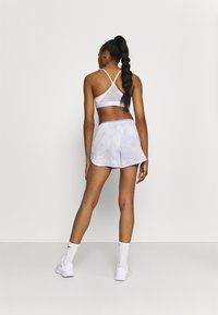 Nike Performance - LUXE SHORT - Träningsshorts - light thistle/clear - 2