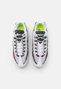 Nike Sportswear - AIR MAX 95 - Zapatillas - white/photon dust/bright crimson - 5