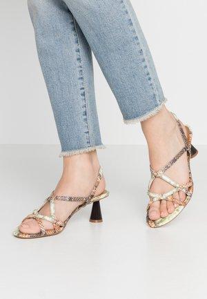 PERLA - Sandals - pecan/natural