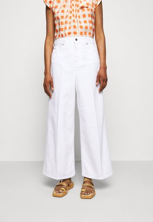 PORTLAND - Flared Jeans - white