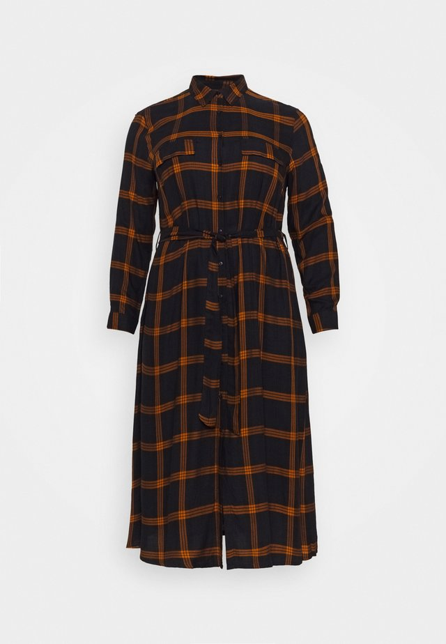 CARJOAN CALF CHECK DRESS - Denní šaty - night sky/pumpkin spice