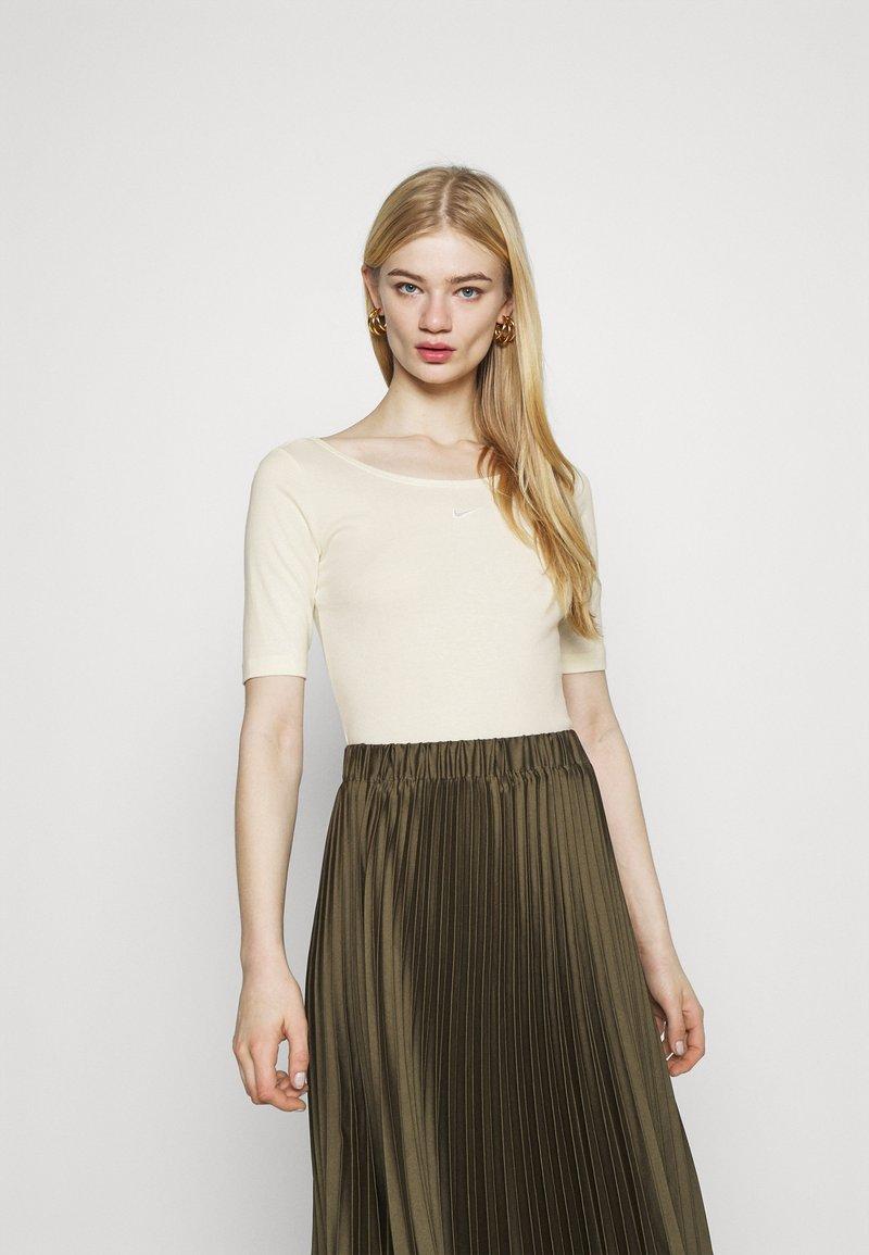 Nike Sportswear - SCOOP - Basic T-shirt - coconut milk/white