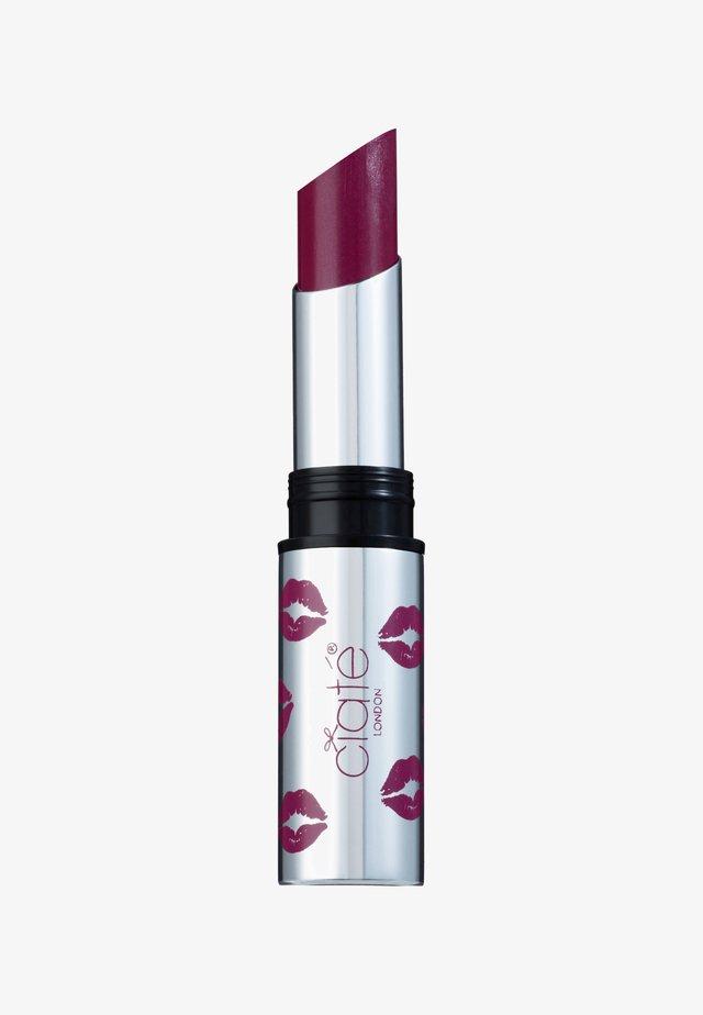 CREMÉ SHINE LIPSTICK - Læbestifte - rom com-fuchsia