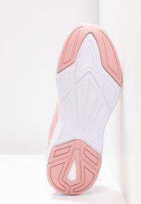 Puma - NRGY COMET - Neutrální běžecké boty - bridal rose - 4