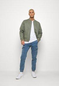 Jack & Jones - JJIPAUL JJFLAKE - Jeans Tapered Fit - blue denim - 1