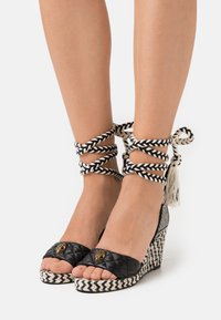 Kurt Geiger London - MILA WEDGE - Sandály na platformě - black - 0