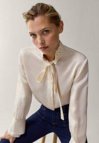 Massimo Dutti - MIT VOLANT - Button-down blouse - white - 3