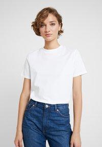 KIOMI - 2 PACK - Basic T-shirt - white/black - 2