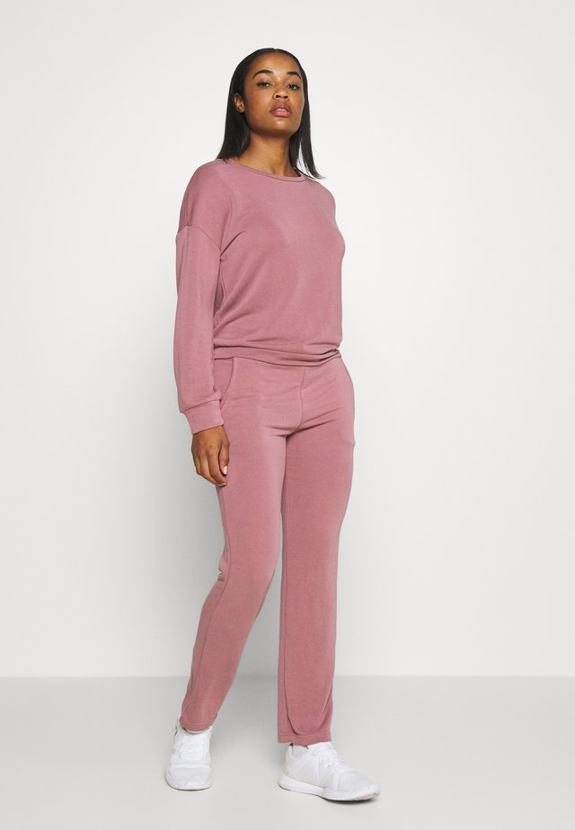 SET - Tracksuit - wistful mauve